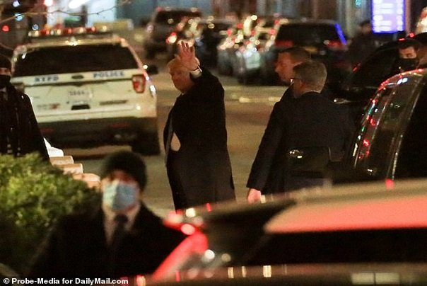 The_former_president_waved_as_he_arrived_at_his_Trump_Tower_home